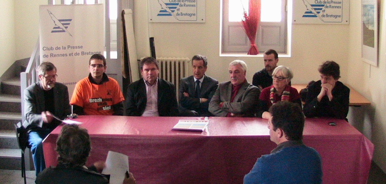 Les représentants des organisations lors de la conférence de presse